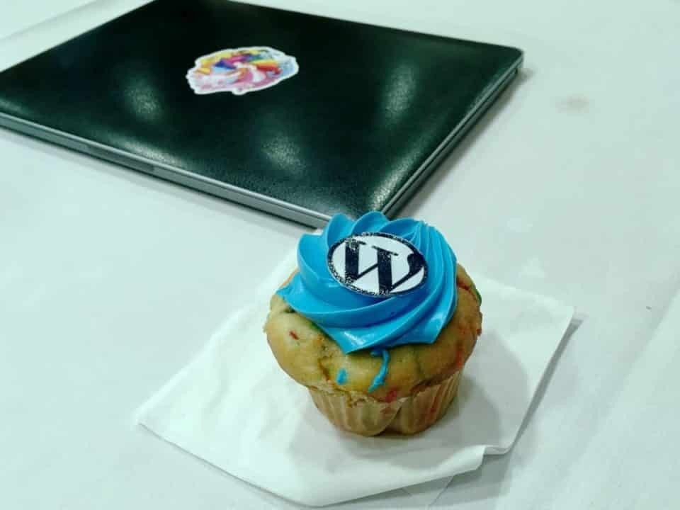 WordPress cupcake and laptop